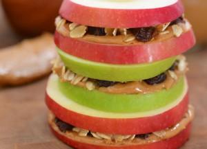 Бутерброд с яблоком и арахисовым маслом