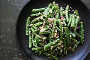 Салат из зеленой фасоли с базиликом и пармезаном