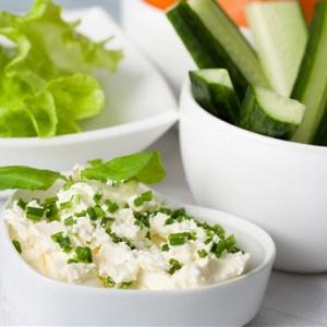 Салат из огурцов с мятой и сыром фета