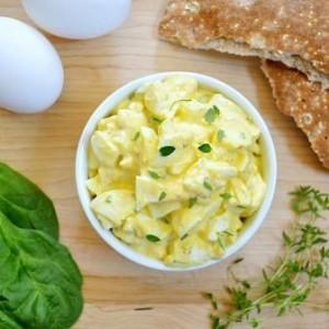Яичный салат с пряностями