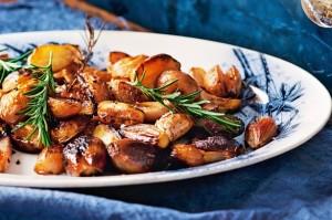 Жареный картофель с бальзамическим соусом