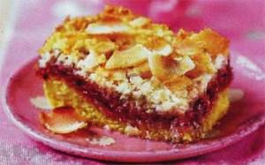 Малиновый пирог с орехами