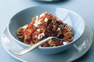Спагетти с соусом, чечевицей и сыром фета (вегетарианская)