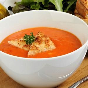 Красный луковый суп с жареным картофелем