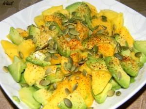 Манговый салат с хрустящим филе сома