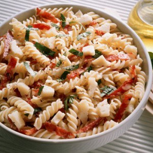 Классический салат из макарон