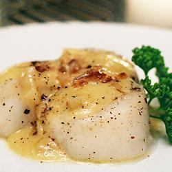 Морские гребешки с соусом из белого вина