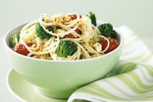 Вегетарианская паста с брокколи и жареными помидорами