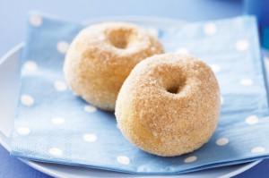 Запеченные пончики с корицей