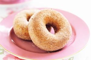 Легкие пончики с корицей