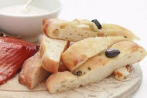 Фокачча с каперсами и оливками