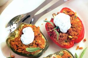 Перец, фаршированный мятным йогуртом