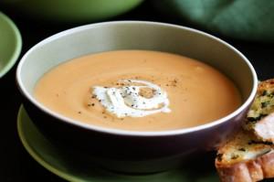 Чесночный суп со сладким картофелем