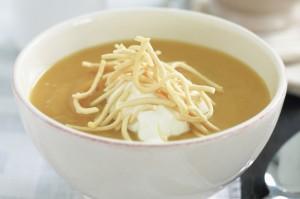 Картофельный суп с жареным чесноком