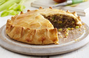Пирог из свинины, яблок и сельдерея