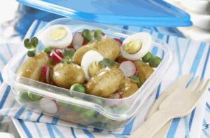 Салат с картофелем, редисом и яйцом