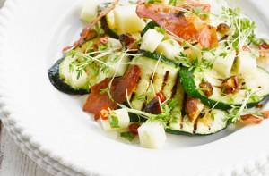 Теплый салат с кабачками и баклажанами